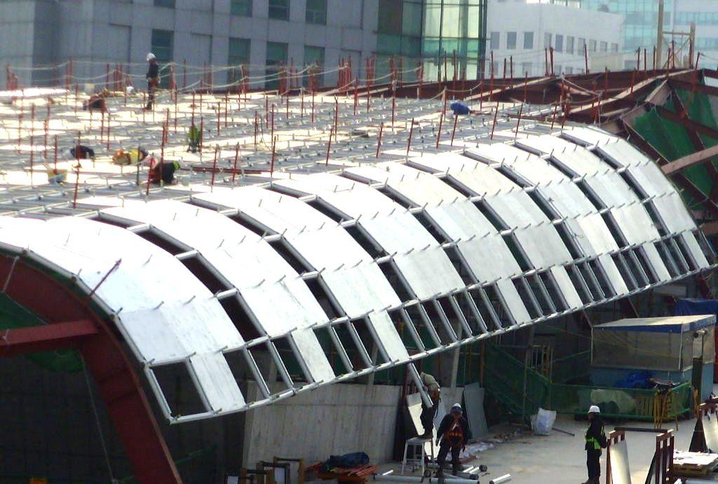 WIKITREE  뼛속까지 남다른 건축물 '동대문 디자인 플라자'