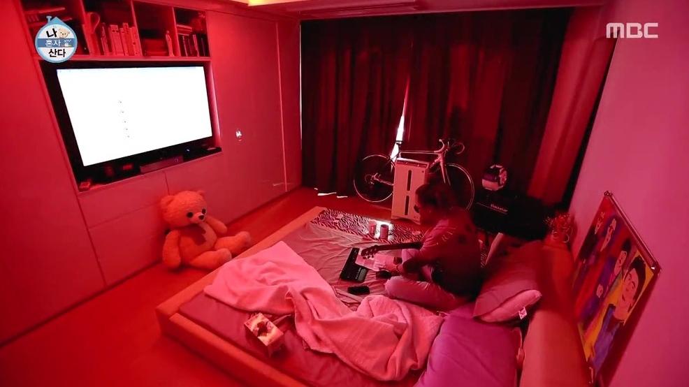 WIKITREE  '나혼자산다' 빨간색에서 파란 침실로, 김태원 새집