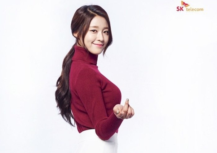 '이번엔 오피스룩' 설현 SKT 새 화보 3장