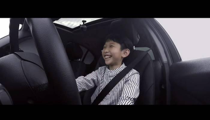 태어나 처음으로 BMW 운전석에 앉아본 아이들 영상