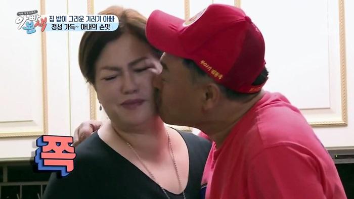 '뽀뽀 세례하는 아빠' 김흥국 딸 반응 영상