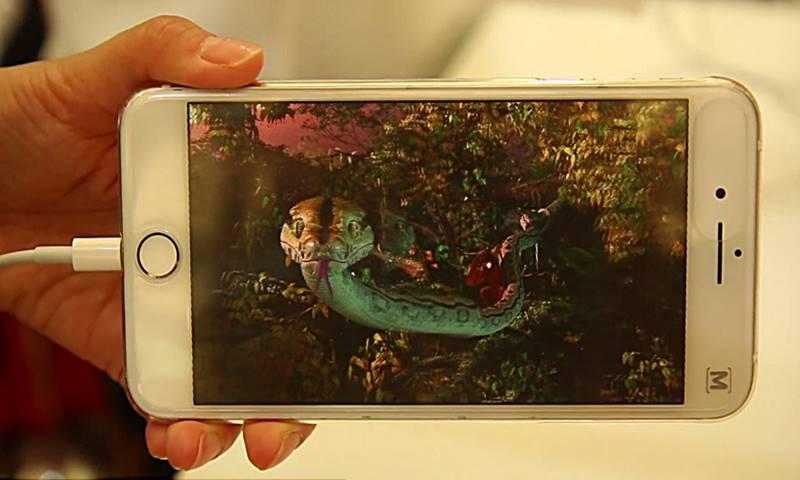 스마트폰에 끼우기만 하면 3D 영상 볼 수 있는 기기