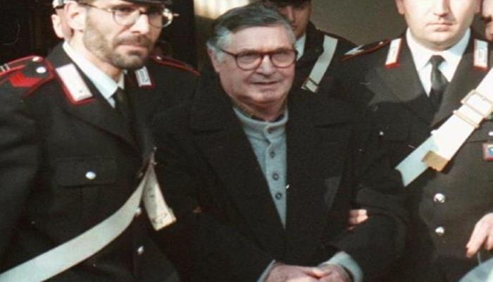 악명 높은 이탈리아 마피아 수괴가 감옥에서 사망했다