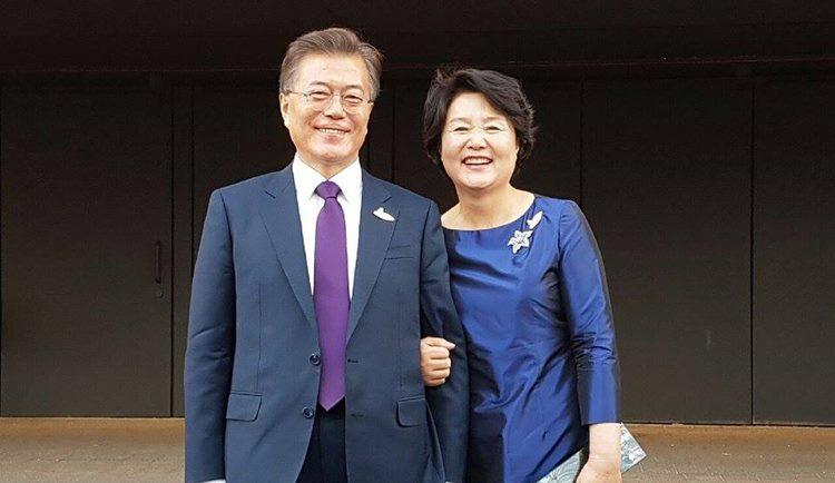 """""""내가 눈치 없게 ㅋㅋ"""" 문재인-김정숙 커플과 합방한 남자 (영상)"""