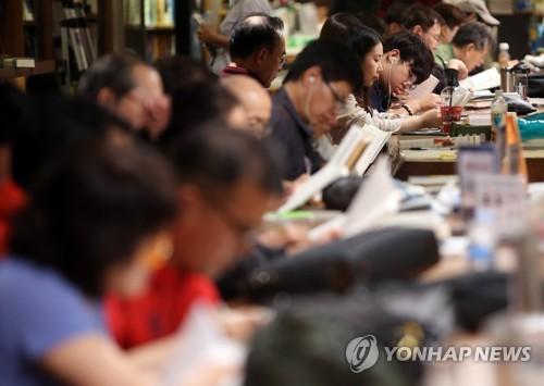 """문학적 성향 높은 역대 대통령은?…국민 39% """"노무현"""""""
