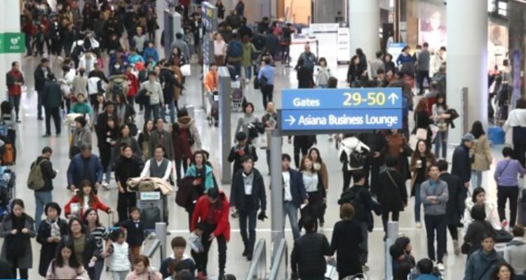 나라안팎서 다른 씀씀이…해외소비 증가율, 국내소비 8배