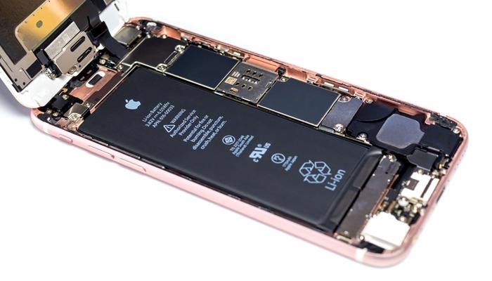 """""""배터리 교체하신 분들 확인 필수!"""" 애플, 작년 배터리 교체 비용 환불해준다"""