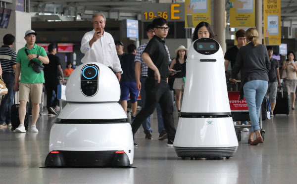 LG전자, 산업용 로봇업체 '로보스타' 경영권 인수